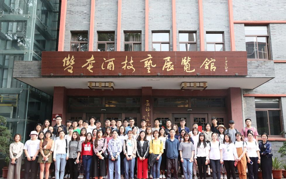 江南大学生物工程学院研究生走进玉祁酒业,探索古法酿造技艺!